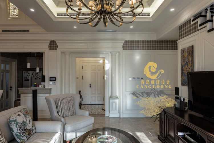 客厅整体效果,本层层高3600,所以门洞及门套的设计都是比较高的